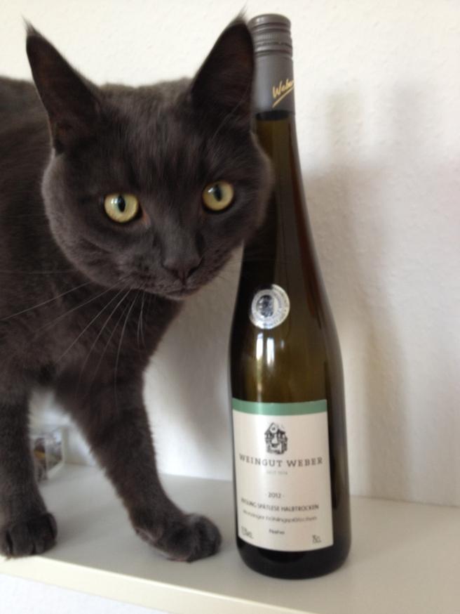 """Ein Feincshlecker, unser Toni: mit 2012er Riesling Spätlese halbtrocken, """"Monzinger Frühlingsplätzchen"""" vom Weingut Weber von der Nahe"""